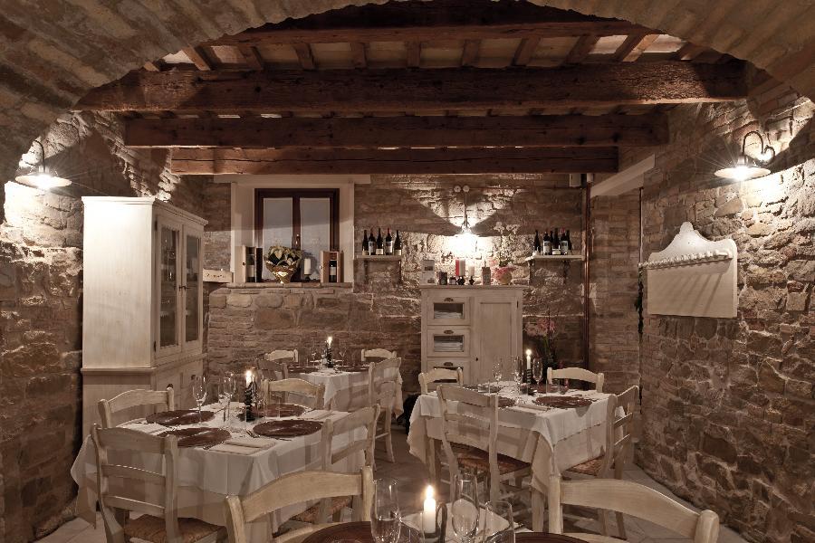 Ristorante grotta di barbarossa specialit di carne for Arredamento gastronomia