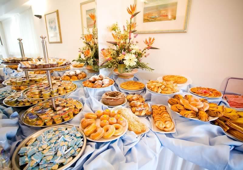 VENERDI 13 LUGLIO Buffet_colazione