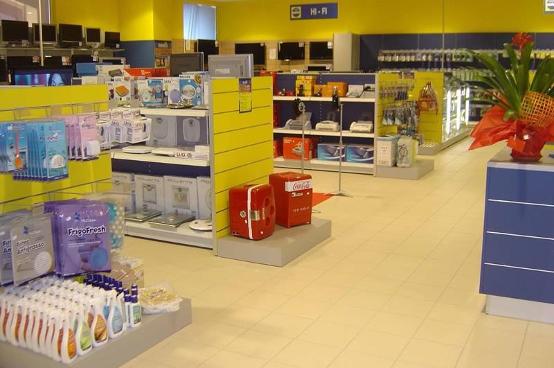 Logika srl arredamenti per spazi di vendita ascom pesaro for Negozi arredamento pesaro