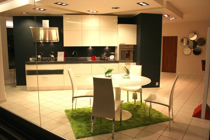 Arredamento cucina moderna elle cucina moderna negozio for Harte arredamenti