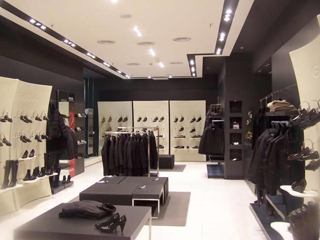 Metrocubo dalla progettazione alla realizzazione in for Arredi per negozi abbigliamento